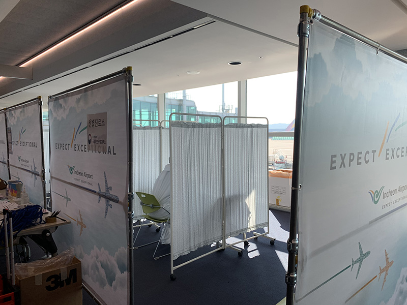 Control sanitario en un aeropuerto de China para detectar el covid